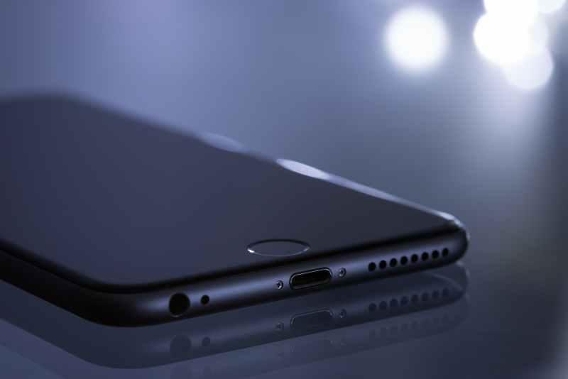 Avantajele unui ecran curbat la telefon